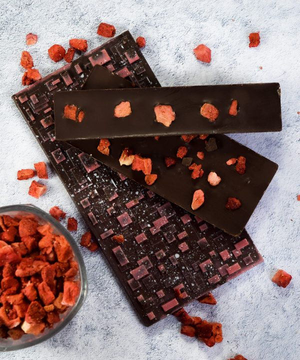 Barra de chocolate con fresa deshidratada