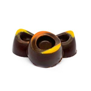Bombones rellenos con licor de naranja, mango y maracuyá