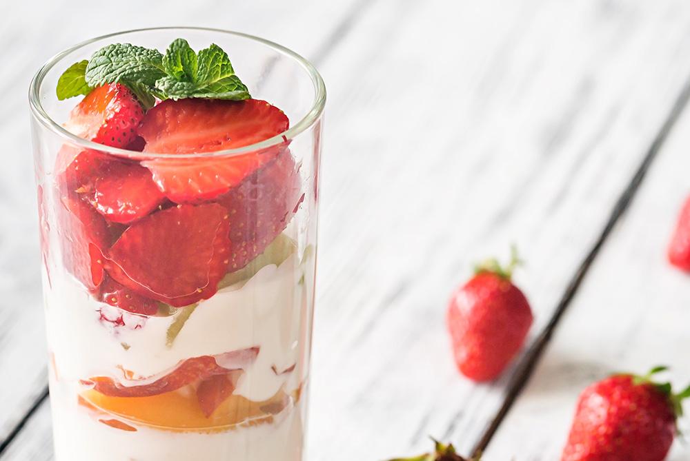 Parfait de chocolate blanco y fresas