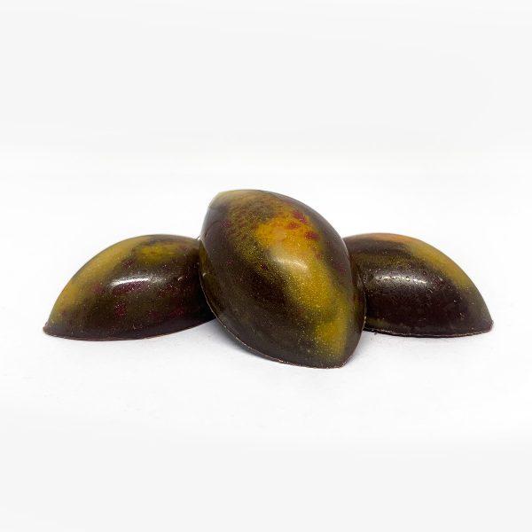 Bombones rellenos con un toque de mango
